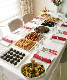 Image may contain: table, food and indoor - - Food Design, Menu Design, Yummy Appetizers, Appetizer Recipes, Morrocan Food, Ramadan Recipes, Food Platters, Breakfast Buffet, Food Decoration