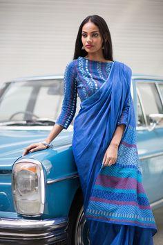 Neela Warna -Immediate Shipping _ Order now Cotton Saree Blouse, Saree Blouse Neck Designs, Saree Dress, Blouse Patterns, Simple Sarees, Trendy Sarees, Stylish Sarees, Indian Attire, Indian Outfits