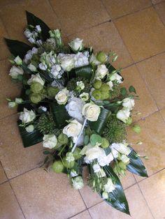 Grafstuk witte rozen