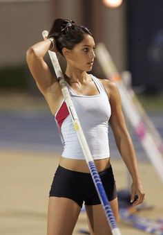 All sports fans will surely like this post I suppose, Enjoy beautiful photos of Allison Stokke in action! Allison Stokke is a champion pole-vaulter. Michelle Jenneke, Michelle Lewin, Vive Le Sport, Sport Videos, Sixpack Workout, Boxing Workout, Beautiful Athletes, Pole Vault, Sporty Girls