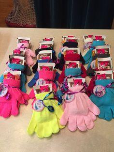 Gefrorene Beutetaschen! Dollarhandschuhe, heiße Schokolade und ein Handwärmer. - Handwerksjournal Mini Schultüten basteln   Back to School   Überrasch... #beutetaschen #dollarhandschuhe