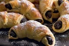 Lúpané rožteky s makom Czech Desserts, Sweet Desserts, Sweet Recipes, Czech Recipes, Ethnic Recipes, Hungarian Cookies, European Dishes, Wonderful Recipe, Desert Recipes