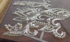 Когда душа требует жемчуга..оливье готовит кто-то другой #вышивальныйманьяк #школавышивки #жемчуг #свадебныеткани #свадебнаявышивка Couture Embroidery, Beaded Embroidery, Embroidery Stitches, Tambour Beading, Love Couture, Pakistani Wedding Outfits, Wedding Fabric, Lace Making, Beading Tutorials