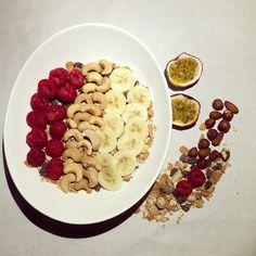 Fredagsmys med Nuttiz gänget! Nötter (från Nuttiz), färsk frukt och kvarg!