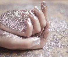 glitter, hands, and pink image Glitter Girl, Sparkles Glitter, Glitter Nails, Glitter Dress, Glitter Eyeshadow, Glitter Slides, Silver Glitter, Glitter Clothes, Yellow Glitter