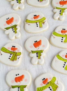 Simple Snowman Cookies - Decorated Sugar Cookies via Fancy Cookies, Iced Cookies, Cute Cookies, Cookies Et Biscuits, Cupcake Cookies, Drop Cookies, Snowman Cookies, Christmas Sugar Cookies, Holiday Cookies