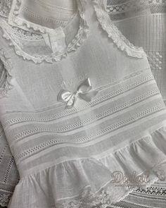 Joyitas repartidas que empiezan a lucir nuestras falleras en cada una de sus casas.  Las enaguas de Ángela, vainicas realizadas  a mano por su abuela Natalia, diseño y confección de Didal.  #enaguas #fallas2019 #enaguascomunión #vainicas #calados #corpiño #hechoamano #lencerianiña #encargosespeciales. #diseñodidal #didalonline Dresses Kids Girl, Kids Outfits, Plain White Dress, Kids Frocks Design, Frock Design, School Girl Outfit, Christening Gowns, Skirt Fashion, Baby Dress