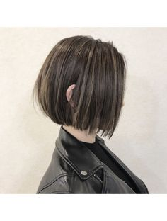 ワヴ ヘアー(WUV HAIR) 前下がりボブ×ウィービングカラー Asian Short Hair, Asian Hair, Short Hair Cuts, Short Hair Girls, Kpop Short Hair, Short Bob Hairstyles, Hairstyles With Bangs, Hairstyle Short, Shot Hair Styles