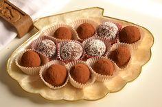 Io non riesco proprio a resistere alle palline di cocco Bimby ricoperte al cioccolato o con nutellae ricotta per me una tira l'altra!