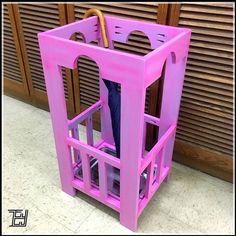 【新推出工作坊-DIY雨傘架】  在門口放著這款雨傘架,踏入家中漂亮的第一步。  材料: 夾板  尺寸: <430毫米(長) x <365毫米(闊) x <800毫米(高) 日期: 預約  時間: 約共9小時(一天或連續兩三天) 人數: 1-3位 語言: 廣東話教授 對象: 歡迎初次接觸木工或對木作品製作有興趣人仕皆可  詳情請查閱網頁: www.edmundyip.com