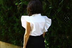 Upcycling old garment, refashioning clothes, transformation tutorials Blog Couture, Creation Couture, Shirt Refashion, Diy Shirt, Shirt Reconstruction, Diy Fashion, Fashion Outfits, Sewing Blogs, Sewing Ideas