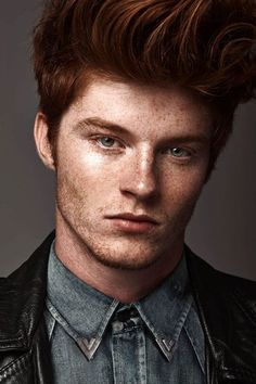A handsome redhead with freckles_ Andre Klitzke Ginger Boy, Ginger Hair, Beautiful Men, Beautiful People, Redhead Men, Male Face, Male Beauty, Freckles, Beckham