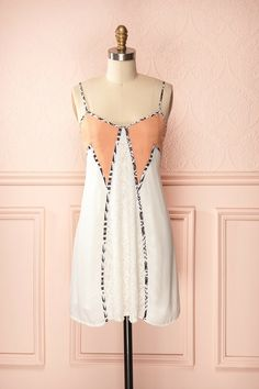 Dominique - White and peach loose dress with lace and trim details