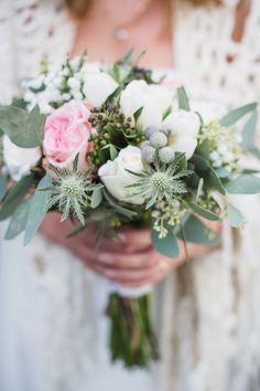 #bruidsboeket #bloemen #winter bruiloft #trouwen #trouwdag #huwelijk #inspiratie #idee #real #wedding #bouquet #flowers #inspiration Trouwen in The Hunting Lodge   Photography: Nienke van Denderen    ThePerfectWedding.nl