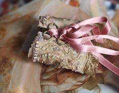 Thé rose romantique shabby chic poignet de boutons par FleursBoheme