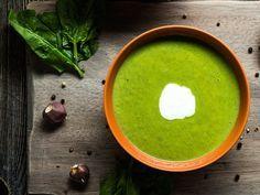 Green Smoothies? Kennen Sie längst. Wir detoxen zur Abwechslung mal mit einer grünen Suppe. Die ist supergesund, superlecker – und gelingt ganz leicht
