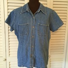 Gap denim Top Great condition no flaws GAP Tops Button Down Shirts