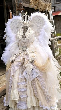 This is stunning, dont know where the source is but I pinned from Tawny's costumes and curiosities: via Ornamented being