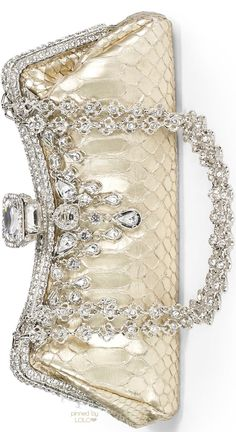 An excellent wide variety of authority, time bags& artist clutches. Crochet Clutch Bags, Clutch Purse, Crystal Champagne, Champagne Color, Unique Purses, Beautiful Bags, Evening Bags, Purses And Handbags, Swarovski Crystals