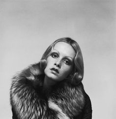Twiggy wearing a silver fox fur coat by Ossie Clark in a promotional shot for Ken Russells 1970 ©Justin de Villeneuve