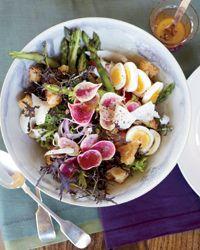 Fantastic summer salad - Panzanella with Asparagus