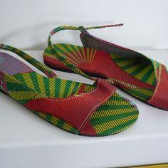 www.cewax.fr aime les chaussures de style ethnique, tendance tribale. Retrouvez tous les articles sur la mode afro sur le blog de CéWax: http://cewax.wordpress.com/ et des sacs et bijoux ethniques en boutique: http://cewax.alittlemarket.com. #African prints shoes african prints pattern fabrics, kitenge, kanga, pagne, mudcloth, bazin, Style ethnique, tribal, #wax, #ankara, #kente, #bogolan, #Africanprintfashion, #ethnotendance - Sandales en tissu africain wax