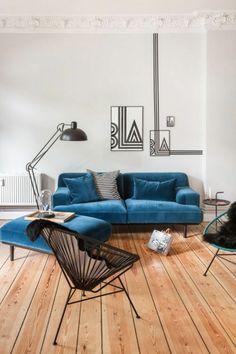 inneneinrichtung wohnzimmer blaues sofa