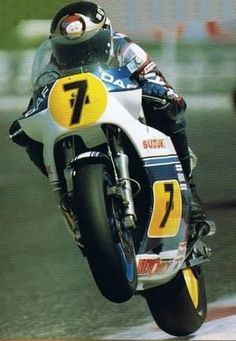Barry Sheene Motorcycle Racers, Suzuki Motorcycle, Racing Motorcycles, Vintage Motorcycles, Grand Prix, Course Moto, Gp Moto, Japanese Motorcycle, Classy Cars
