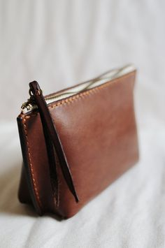 Hand Stitched Dark Brown Leather Pouch door ArtemisLeatherware