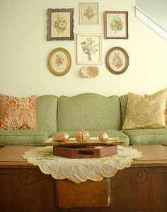 love the paint color and the upholstery color with this type of wood furnishing