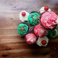 """Meatloaf Cupcakes I """"I had so much fun fooling my husband with this """"April Fool's"""" joke. It turned out both delicious and fun! Beef Meatloaf Recipes, Beef Recipes, Meatloaf Cupcakes, Saltine Crackers, How To Double A Recipe, April Fools, Bread Crumbs, Stuffed Green Peppers, Kids Meals"""