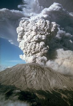 Eruption of Mt. Saint Helens in Washington state - An eruption column rose feet into the atmosphere and deposited ash in 11 U. Mother Earth, Mother Nature, Santa Helena, Santa Monica, Lava Flow, Bali, Photos Voyages, Tsunami, Belleza Natural