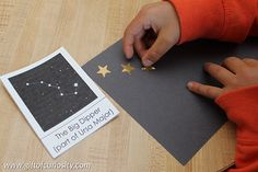 A fun constellation craft for kids using gold stars and chalk on black paper. This craft builds constellation knowledge and supports the development of fine motor skills and spatial awareness. || Gift of Curiosity