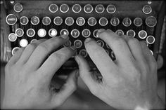 Mãos de Paulo Leminski – foto Dico Kremer.