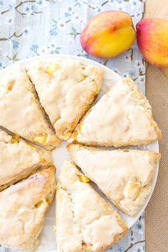 These easy Peach Pie Scones taste just like peach pie! Peaches 'n Cream Scones are the perfect summer breakfast or summer brunch recipe! With their sweet vanilla glaze, these peach cream scones taste like they have a scoop of vanilla ice cream on top! Peach Scones, Cream Scones, Lemon Scones, Savory Scones, Brunch Recipes, Breakfast Recipes, Easy Peach Pie, Dessert Crepes, Vanilla Glaze