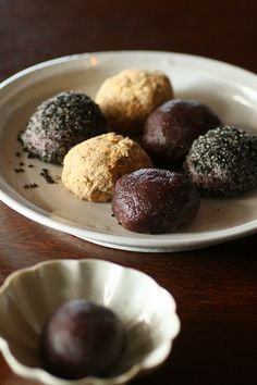 Ohagi, Japanese rice cake wrapped in red been paste, soybean flour, and sesame おはぎ