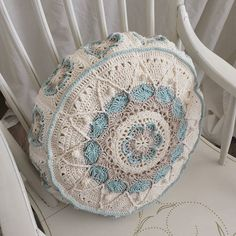 #sophiesuniverse #crochet #häkeln #crochetpillow by ivi_myperfectlyimperfecthome