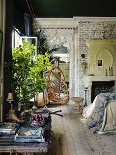 7 bohemian interior design ideas that you are going to love! These design ideas are going to elevate your decor and are the perfect inspiration for your Fall ho Interior Exterior, Home Interior, Interior Decorating, Decorating Ideas, London Apartment Interior, Luxury Interior, Deco House, European Home Decor, European Style