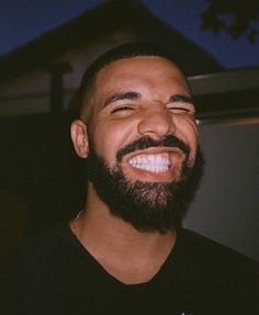 joined the list of musicians to sport Join the club. Ed Sheeran, Drake Photos, Drake Wallpapers, Drake Drizzy, Drake Graham, Aubrey Drake, Raining Men, Baby Daddy, Phone Wallpapers