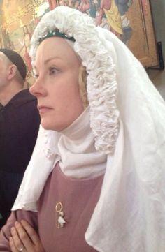 Elina's lovely frilled veil - Neulakko