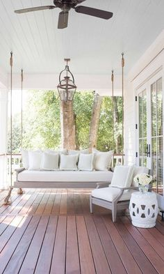 Gorgeous! Love this front porch furniture set up