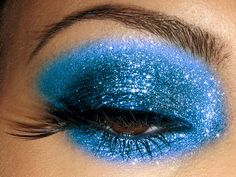 blue+eyes+and+blue+makeup+glittet | Blue Makeup for Brown Eyes » blue-eye-glitter-makeup