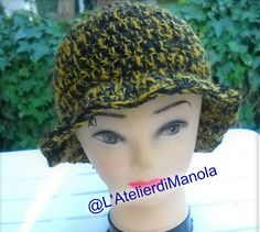 Cappello Modello cloche all'uncinetto Crochet Hats, Fashion, Knitting Hats, Moda, Fashion Styles, Fasion