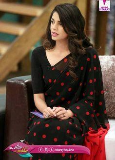 indian fashion Anarkali -- Click visit link for more info Black Saree Designs, Saree Blouse Designs, Sari Blouse, Blouse Patterns, Print Patterns, Fancy Sarees, Party Wear Sarees, Indian Beauty Saree, Indian Sarees