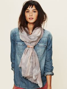 Free People denim shirt and scarf Look Fashion, Autumn Fashion, Womens Fashion, Fashion Trends, Fashion Shoes, Looks Style, Style Me, Estilo Jeans, Estilo Grunge