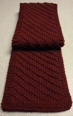 Simple Scarf for Him. Possibly contrast color for purl relief? Mens Scarf Knitting Pattern, Knitting Patterns, Crochet Patterns, Knitting Blogs, Knitting Projects, Crochet Men, Crochet Shell Stitch, Diy Scarf, Crochet Scarves