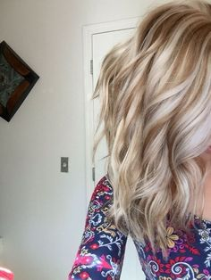 Golden lowlights with platinum highlights - Balayage Hairstyles