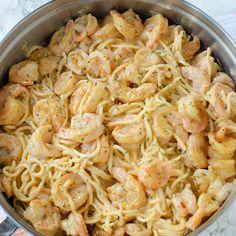 Bang Shrimp Pasta This Bang-Bang Shrimp Pasta recipe comes together in under 20 minutes and is sure to be a new favorite!This Bang-Bang Shrimp Pasta recipe comes together in under 20 minutes and is sure to be a new favorite! Shrimp Pasta Recipes, Shrimp Dishes, Fish Recipes, Pasta Dishes, Seafood Recipes, Beef Recipes, Cooking Recipes, Healthy Recipes, Pasta Food