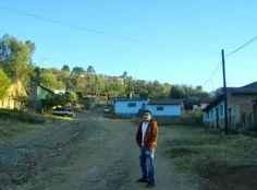 Ziquítaro. En la calzada de Los Guanumos, Emmanuel. Al fondo, a la entrada del callejón, la casita donde dejé el ombligo, allá por el 35