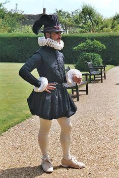 Simply stunning Elizabethan Gentleman's raiment! Look at those ruffs!!